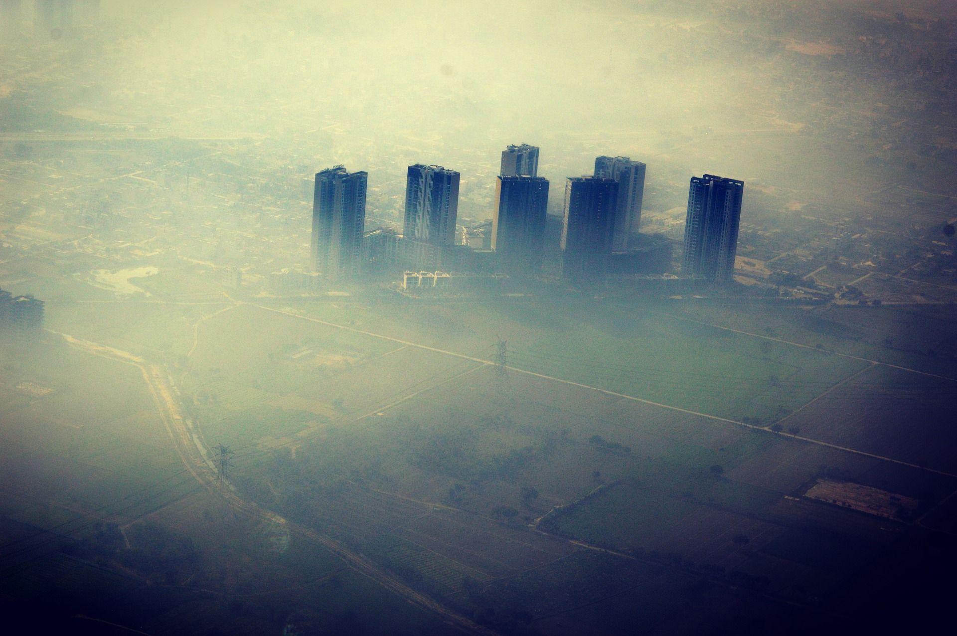 گرد و خاک و آلودگی هوا در شهر